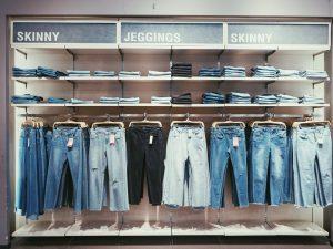 Ett par jeans är ett måste i varje garderob